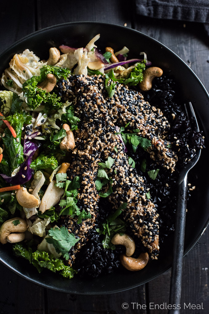 If you love the idea of sitting down to a delicious and healthy dinner in 25-minutes, you NEED this Crispy Sesame Chicken Asian Salad Bowl in your life.