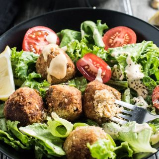 Tuna Po' Boy Salad Bowls have all the fun and flavor of your favorite sandwich AND you can feel good about eating them. They're made with some easy to make tuna balls and dressed in a simple remoulade salad dressing. They pack well so make them for dinner and pack the leftovers for lunch! | theendlessmeal.com
