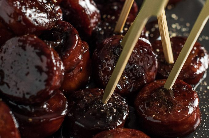 These delicious Red Wine Chorizo Bites are coated in an addictive honey and red wine glaze. They're a super quick and easy appetizer recipe perfect for holiday entertaining. | theendlessmeal.com