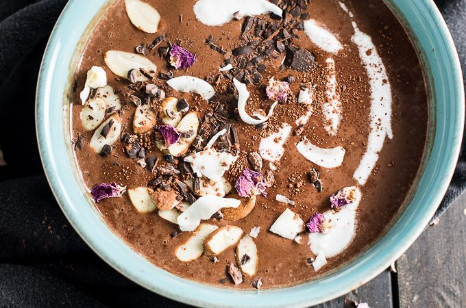 This feel good Winter Smoothie Bowl tastes like a chocolatey mocha coffee in smoothie form. Made with frozen bananas and protein-packed almond butter, it is a rich and delicious way to start your morning or have an afternoon pick me up. | theendlessmeal.com